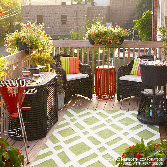 Big outdoor entertaining ideas for small spaces better for Small patio furniture for small spaces