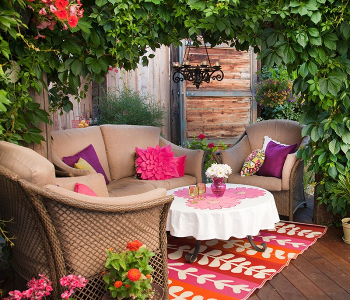 Big Outdoor Entertaining Ideas for Small Spaces