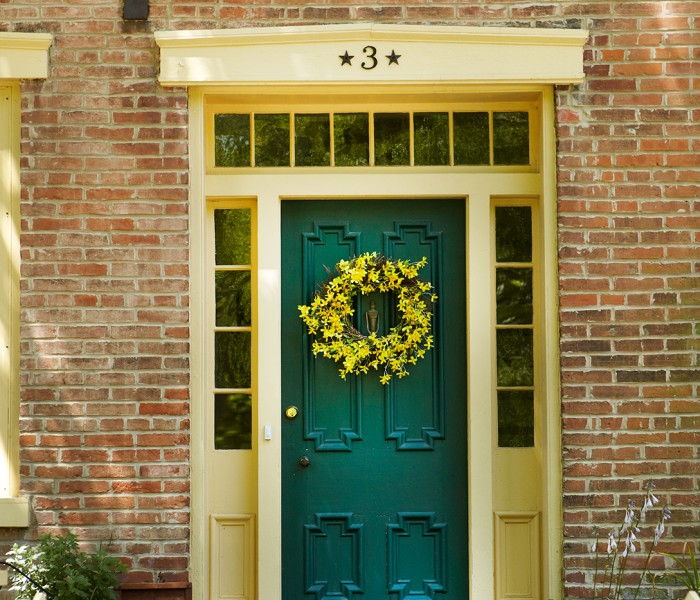 Curb Appeal: Front Entryway Lighting & Accessory Tips & Tricks