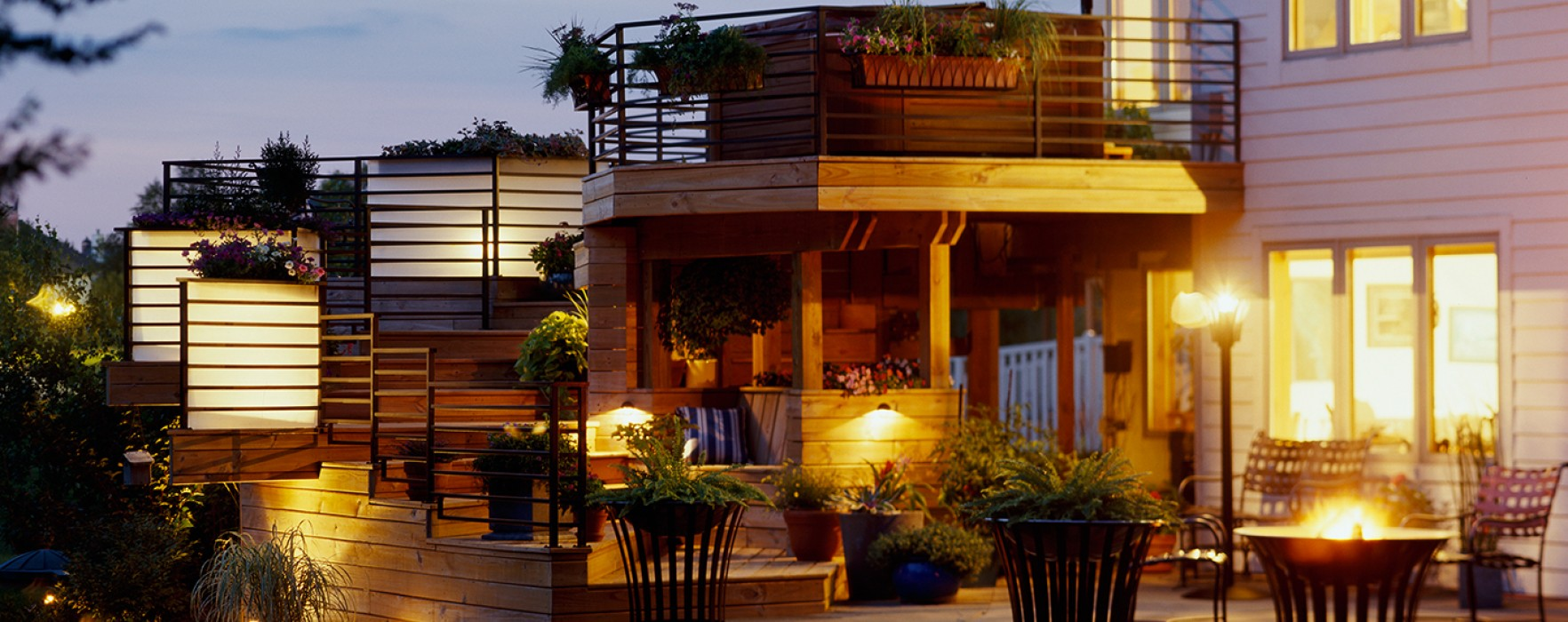 Outdoor Staging Tips To Light Up Your Home S Yard Better Homes And Gardens Real Estate Life