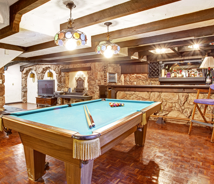 6 Must-Have Accessories for the Ultimate Man Cave
