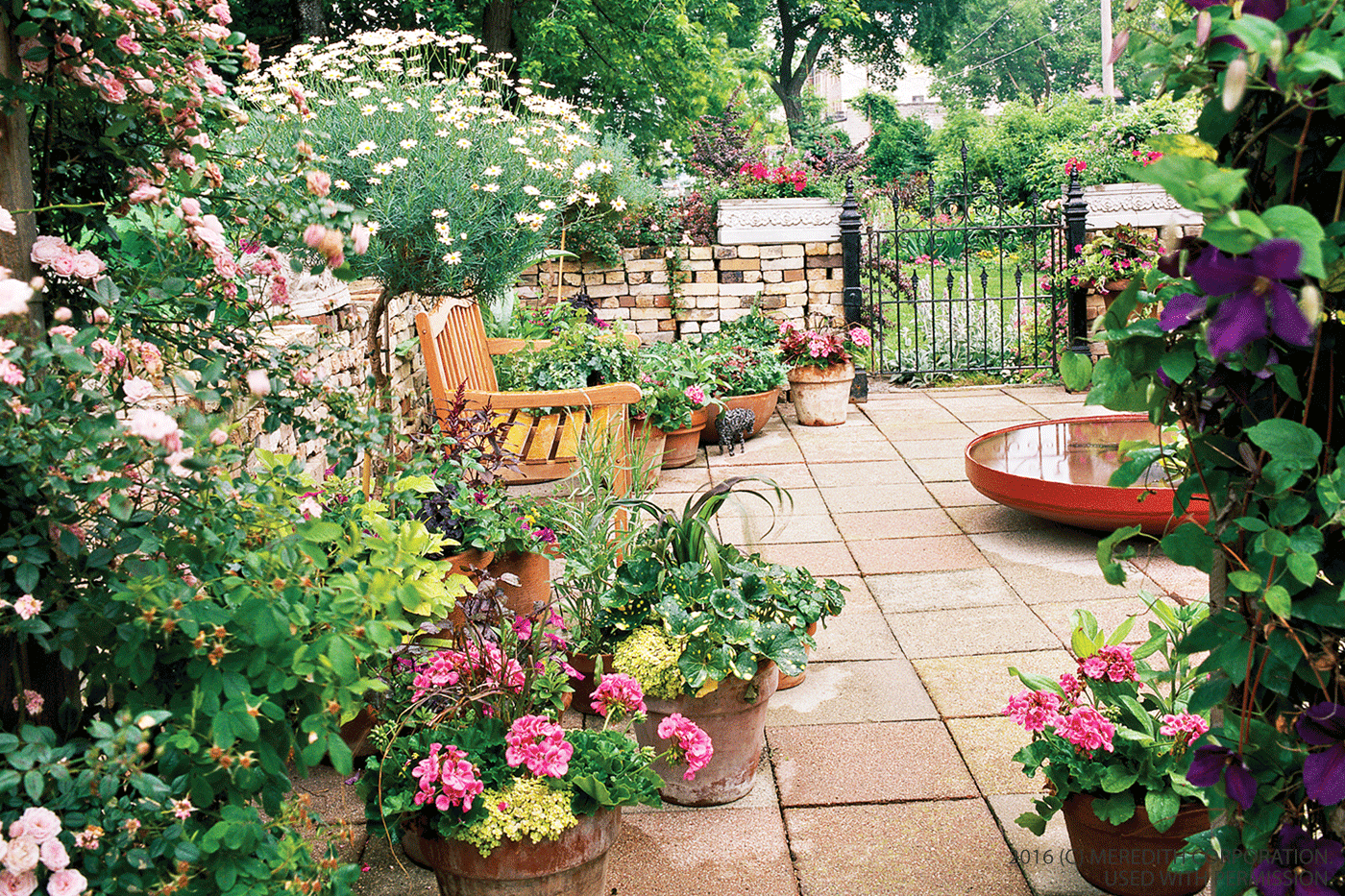 Small garden design ideas better homes and gardens real for Small garden ideas