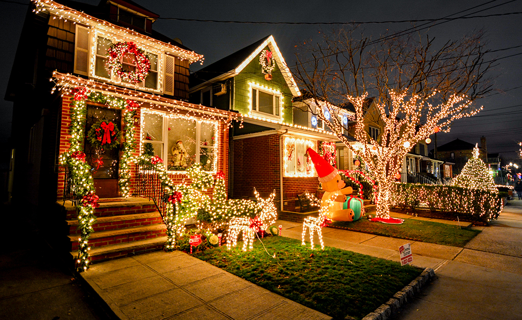 Holiday Outdoor Decor Ideas To Turn Your Home Into A Winter Wonderland